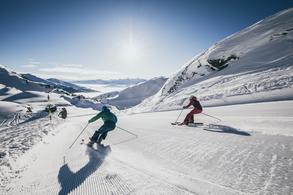 Ski fun with a marvelous mountain backdrop (c) Zillertal Arena