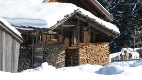 Hay barn in winter coat (c) Tourist Office Piesendorf Niedernsill, Photo Harry Liebmann