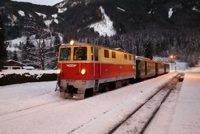 Winter fairy tale nostalgia train (c) Pinzgauer Lokalbahn